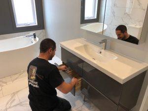 Plombier qui installe le meuble à robinet à Rawdon - Plomberie Le Plomb