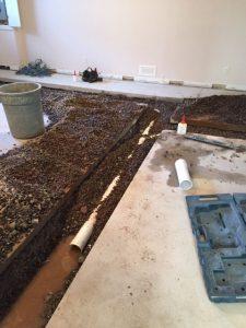 passage de la tuyauterie dans le sol de la salle de bain à Joliette- Plomberie le Plomb